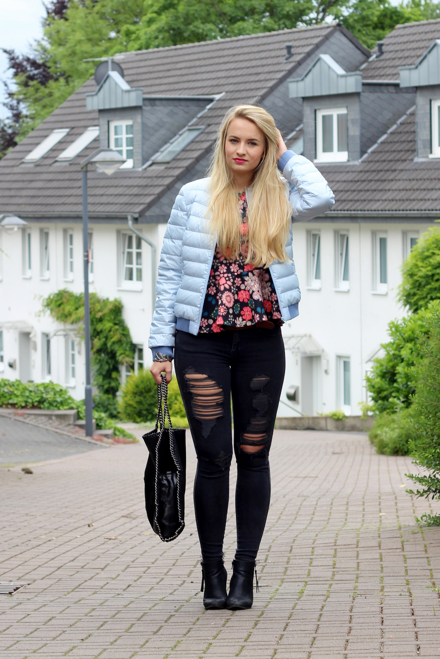 lightweight-jacket-peplum-shirt-flowers-skinny-jeans-ripped-destroyed-jeans (8)