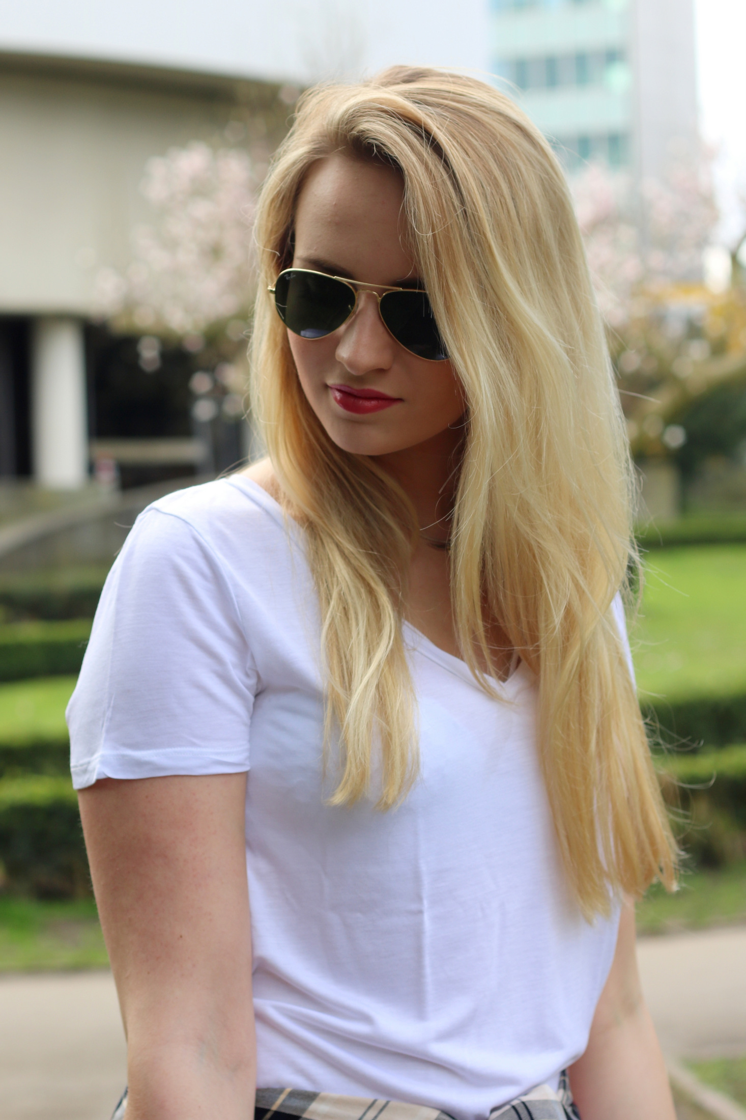 plain-shirt-white-tee-jeans-casual-look-outfit-ootd-blogger-mrsbrightside (3)