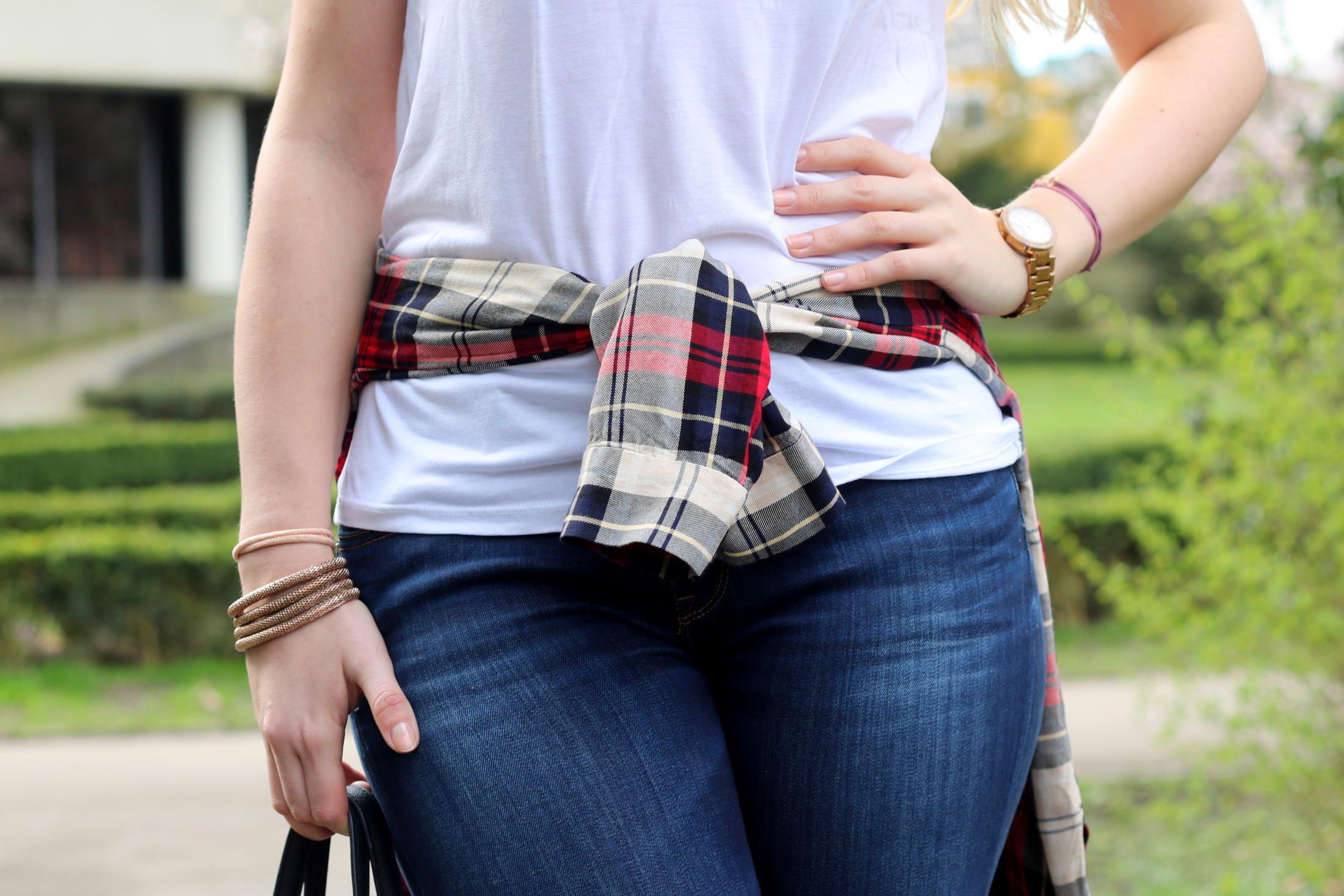plain-shirt-white-tee-jeans-casual-look-outfit-ootd-blogger-mrsbrightside (5)