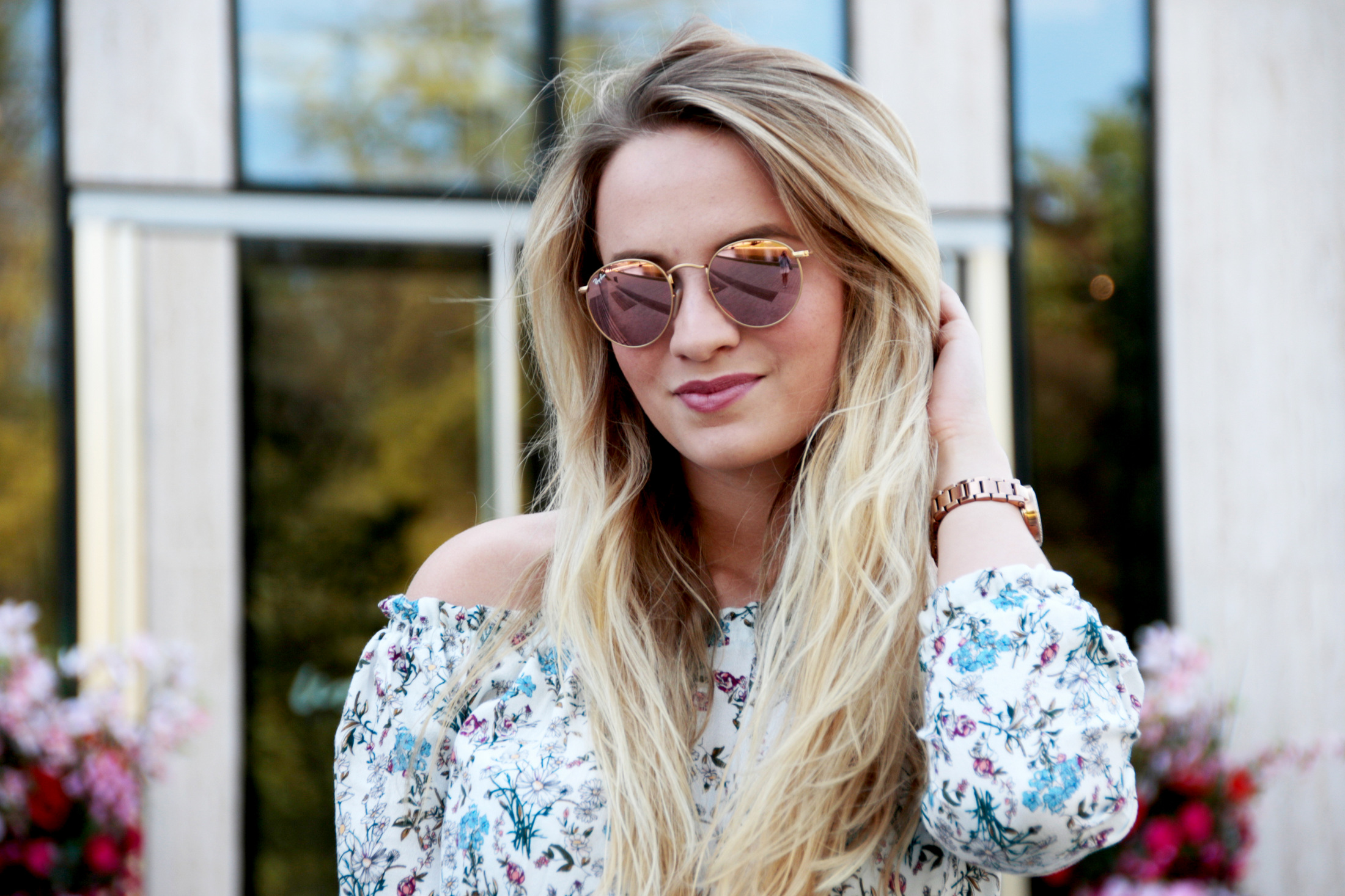 maxirock-maxiskirt-maxi-off-shoulder-shirt-flowers-olive-green-sunnies-shades-round-metal-ray-ban (3)