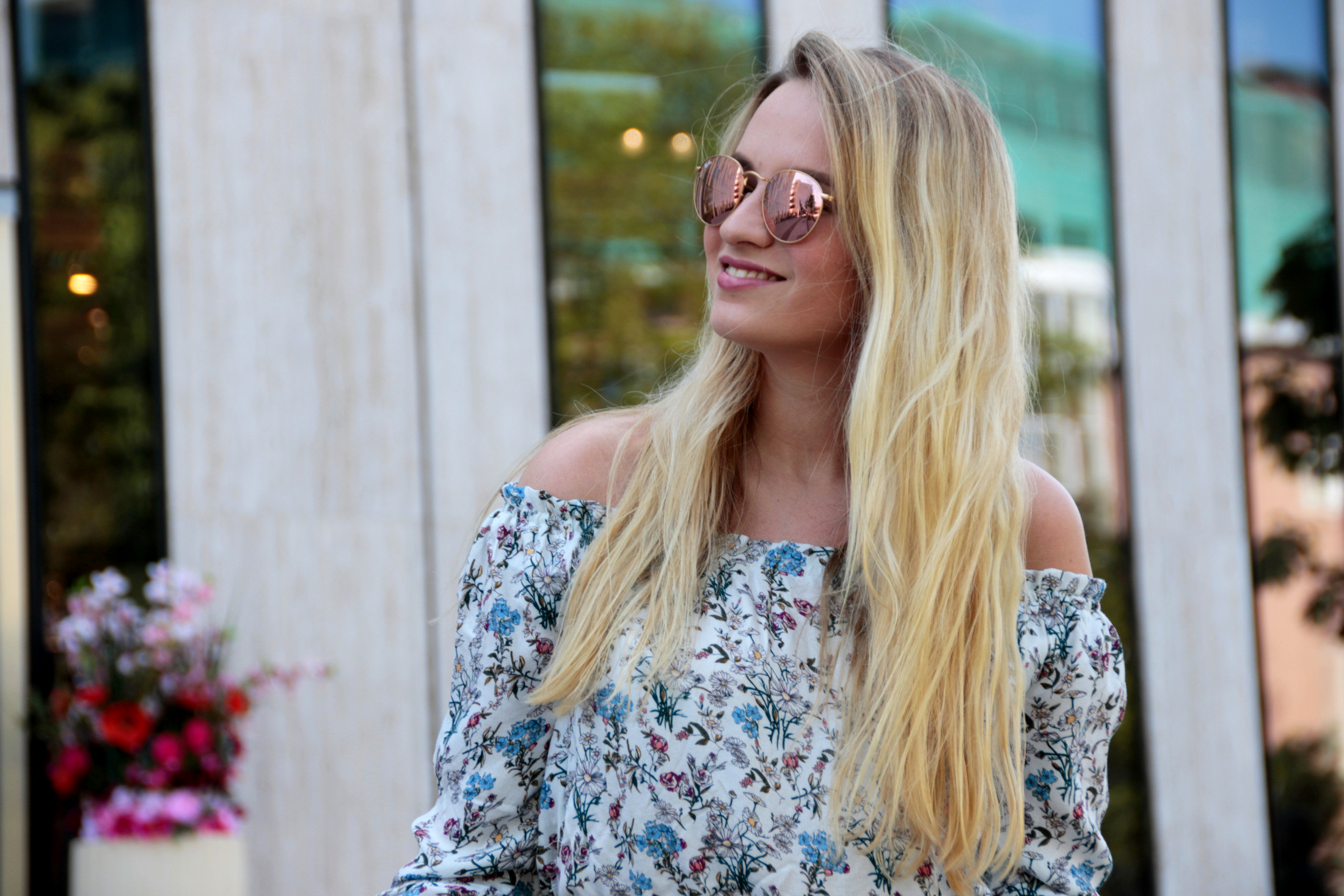 maxirock-maxiskirt-maxi-off-shoulder-shirt-flowers-olive-green-sunnies-shades-round-metal-ray-ban (6)