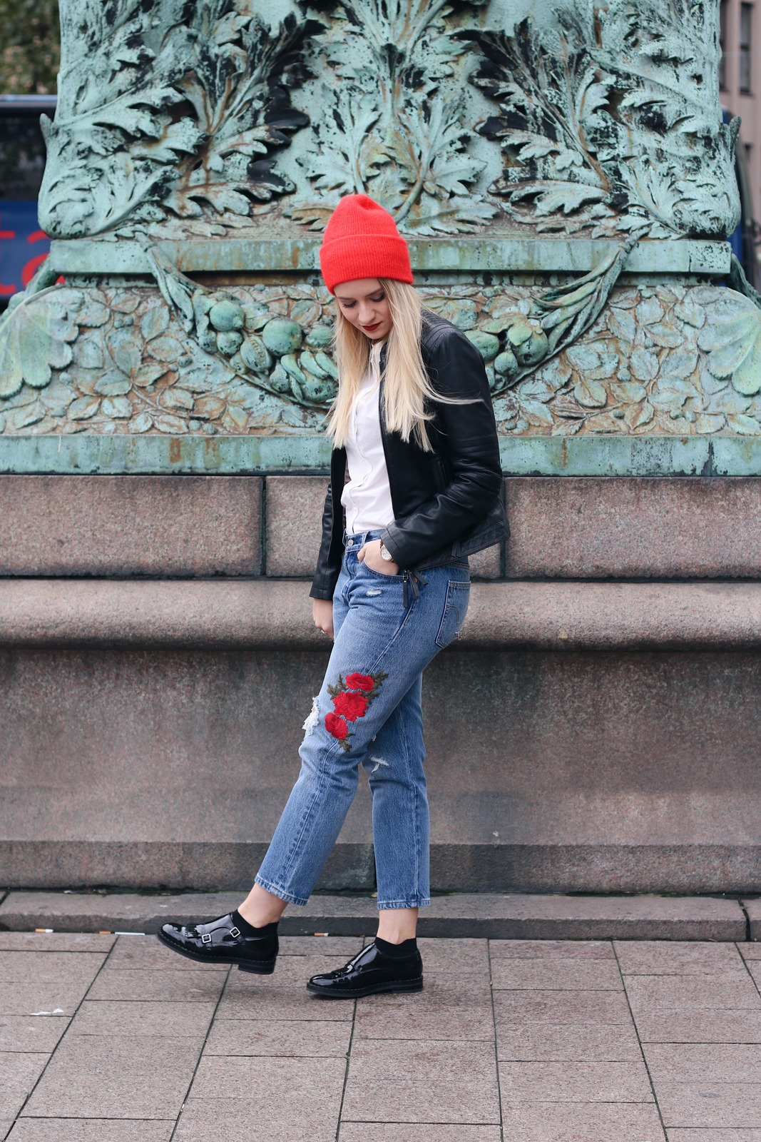 Streetstyle 1 Looks Piece 2 Lederjacke Beanie Rote Outfit ZOOSXqwx