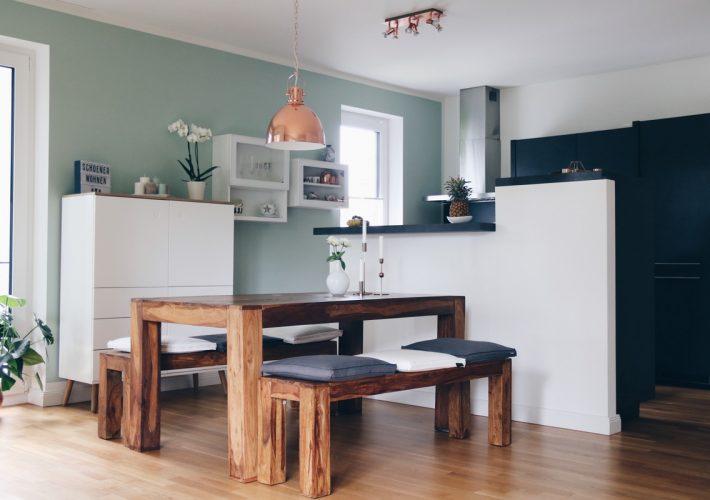 schoener-wohnen-architects-finest-wandfarbe-mintgrüne-wand-wohnzimmer-living-room-interior-einrichtung-dekoration-inspiration-mrsbrightside