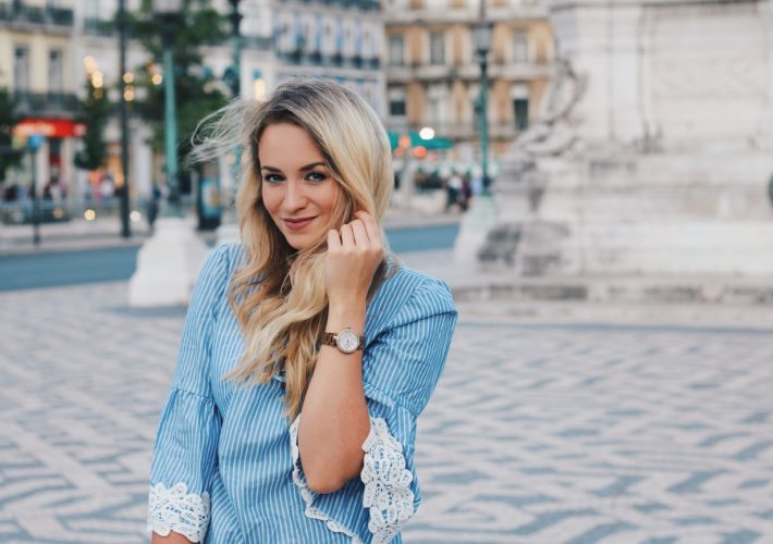 Blogger Mrs.Brightside Rosavivi Lissabon Portugal Travel Outfit Look Summer Sommer White Jeans Blue Blouse Zara 10