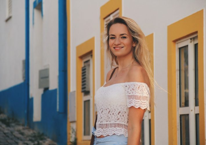 Blogger Mrs.Brightside Rosavivi Lissabon Portugal Travel Outfit Look Summer Sommer White Lace Skirt Zara Rock Portimao 11