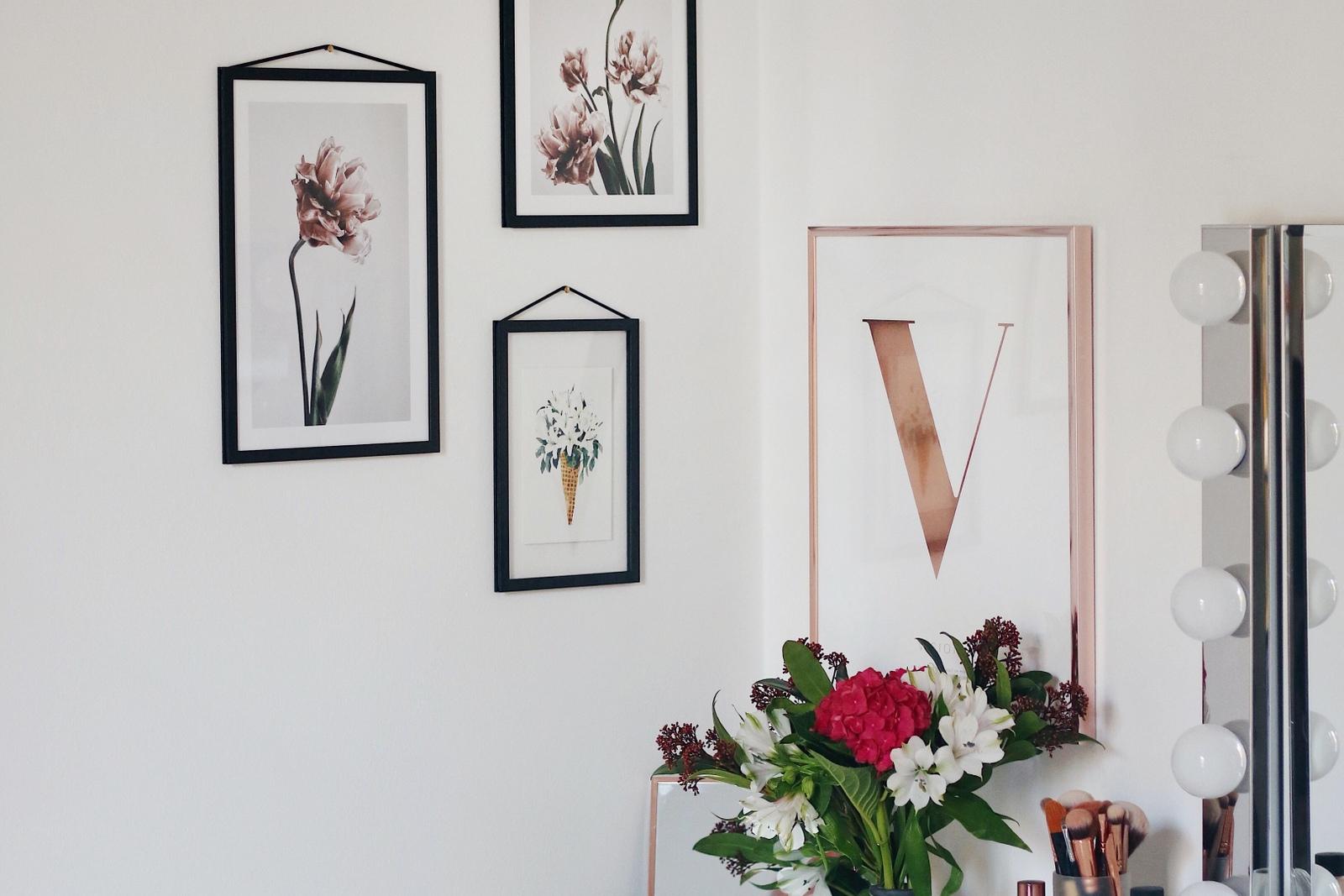 b ro update florale poster kupfer schminktisch mit spiegellampen mrs brightside fashion. Black Bedroom Furniture Sets. Home Design Ideas